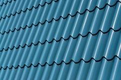 Tuile bleue en métal Photo libre de droits