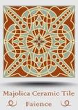 Tuile de majolique en vert beige et olive et terre cuite de rouge Carreau de céramique de vintage Produit traditionnel de poterie illustration libre de droits
