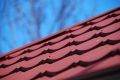 Tuile en métal de toit Photographie stock