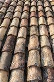 Tuile ocre sur le toit Photographie stock libre de droits