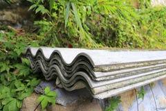 Tuile ondulée de ciment Images stock