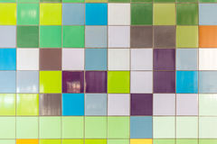 Tuiles colorées à une station de métro Images libres de droits