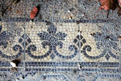 Tuiles décoratives sur le chapell de tombe Photo libre de droits