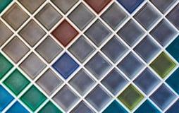 Tuiles de mosaïque en céramique colorées Fond photographie stock