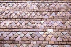 Tuiles de toit multicolores images libres de droits