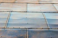 Tuiles de toiture sur le toit Photographie stock libre de droits