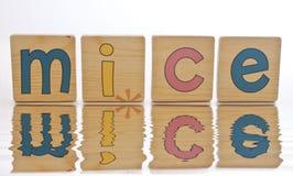 Tuiles en bois - SOURIS d'épellation Photo stock