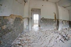 Tuiles et murs cassés images stock