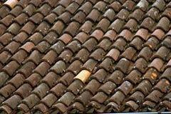 Tuiles rouges d'un toit Photographie stock libre de droits