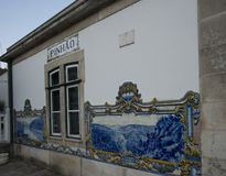 Tuiles traditionnelles dans la gare ferroviaire de pinhao, Portugal images stock