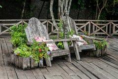 Tuin benchs Stock Foto's