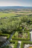 Tuin en mening van het land van La Garde Adhemar royalty-vrije stock fotografie