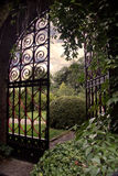 Tuin met een Poort stock fotografie
