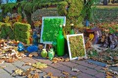 Tuin met floristische decoratie, floristicsontwerp Royalty-vrije Stock Afbeelding