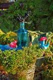 Tuin met floristische decoratie, floristicsontwerp Stock Foto