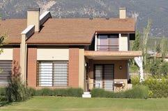 Tuin met huis stock afbeelding