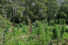 Tuin met metaalbeeldhouwwerken Royalty-vrije Stock Fotografie