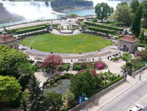 Tuin overdwars van de Sheridan Niagara-dalingen Stock Foto's
