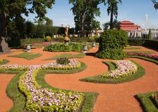 Tuin in Peterhof Heilige Petersburg Stock Afbeeldingen