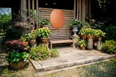Tuin Thais houten huis royalty-vrije stock afbeeldingen