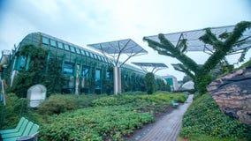 Tuin van de bibliotheek van Universiteit van Warshau, Polen Stock Foto
