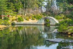 Tuin van de Shukkeien de Japanse stijl in Hiroshima, Japan Stock Foto's