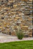 Tuinbouw en terrasvormige aanleg met natuurlijke bouwmaterialen zoals baksteen en steen royalty-vrije stock afbeelding