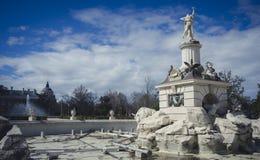 Tuinen van de stad van Aranjuez, in Spanje wordt gevestigd dat Steenpaleis stock afbeelding