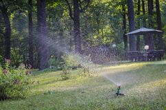 Tuingazon het water geven systeem Royalty-vrije Stock Afbeelding