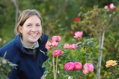 Tuinierende vrouw Stock Foto
