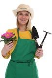 Tuinman gardner jonge vrouw met bloem het tuinieren tuinoccupa stock foto