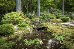 Tuinvijver in tempel complex van sanzen-binnen royalty-vrije stock afbeeldingen