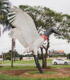 Tuiuiu的雕塑在Aeroporto Internacional de格兰德营的 免版税库存照片