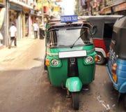 Tuk在街道上的tuk出租汽车 图库摄影