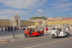 Tuk在Praca前面的tuk ` s做Comercio或商务正方形,里斯本,葡萄牙 库存照片