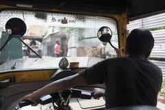Tuk tuk bestuurder in Agra, India Royalty-vrije Stock Foto's