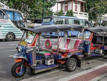 Tuk tuk taxi in Bangkok, Thailand stock foto