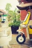 Tuk tuk出租汽车在一个雨天停放了等待的乘客 库存图片