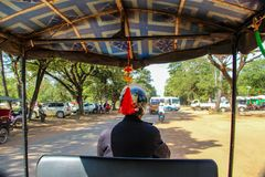 Tuk tuk司机在暹粒市,亚洲 免版税图库摄影