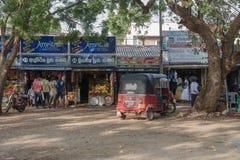 TUK TUK在市场上在斯里兰卡 库存图片