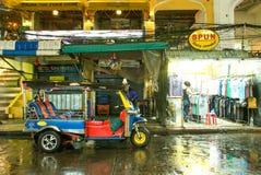 Tuk Tuk在Khao圣路泰国 免版税库存照片