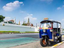 Tuk-Tuk,泰国传统出租汽车在曼谷泰国 库存照片