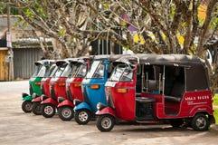 Tuk-tuk è un trasporto asiatico popolare come tassì. Immagine Stock Libera da Diritti