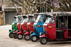 Tuk-tuk é um transporte asiático popular como um táxi. Fotos de Stock