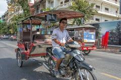 Tuk tuk Πνομ Πενχ, Καμπότζη Στοκ Φωτογραφίες