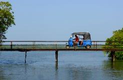 Tuk Tuk στη γέφυρα Στοκ Φωτογραφία