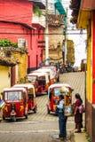 Tuk-Tuk dans les rues de Chichicastenango au Guatemala photos stock