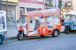 Tuk-Tuk facente un giro turistico turistico, Oporto, Portogallo fotografie stock