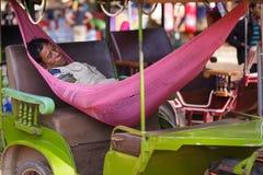 Tuk-tuk Fahrerschlafen Stockbild