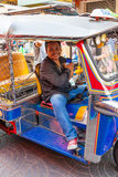 Tuk-tuk Fahrerwartung Kunden Lizenzfreie Stockbilder